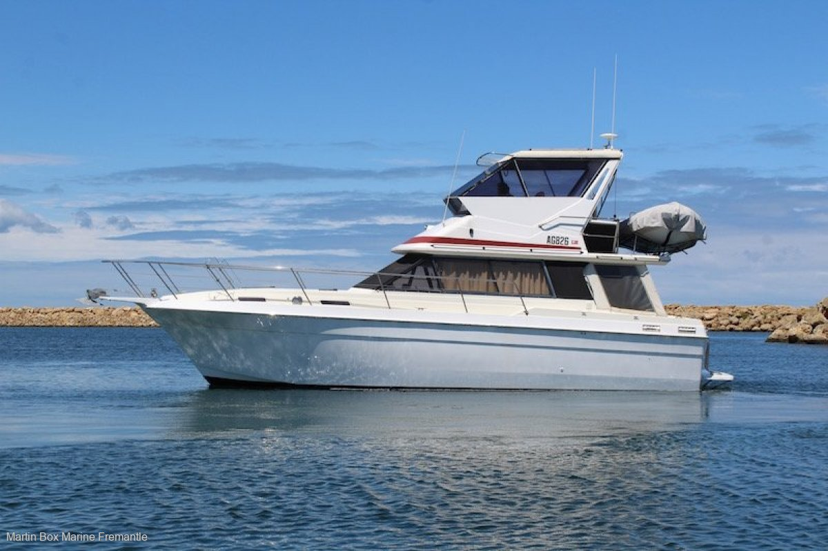Markline 1200 Flybridge Cruiser