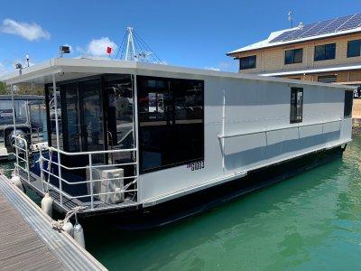 """Custom 2018 12m Houseboat """"Y Not"""""""