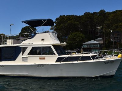 Halvorsen 32 Flybridge Cruiser