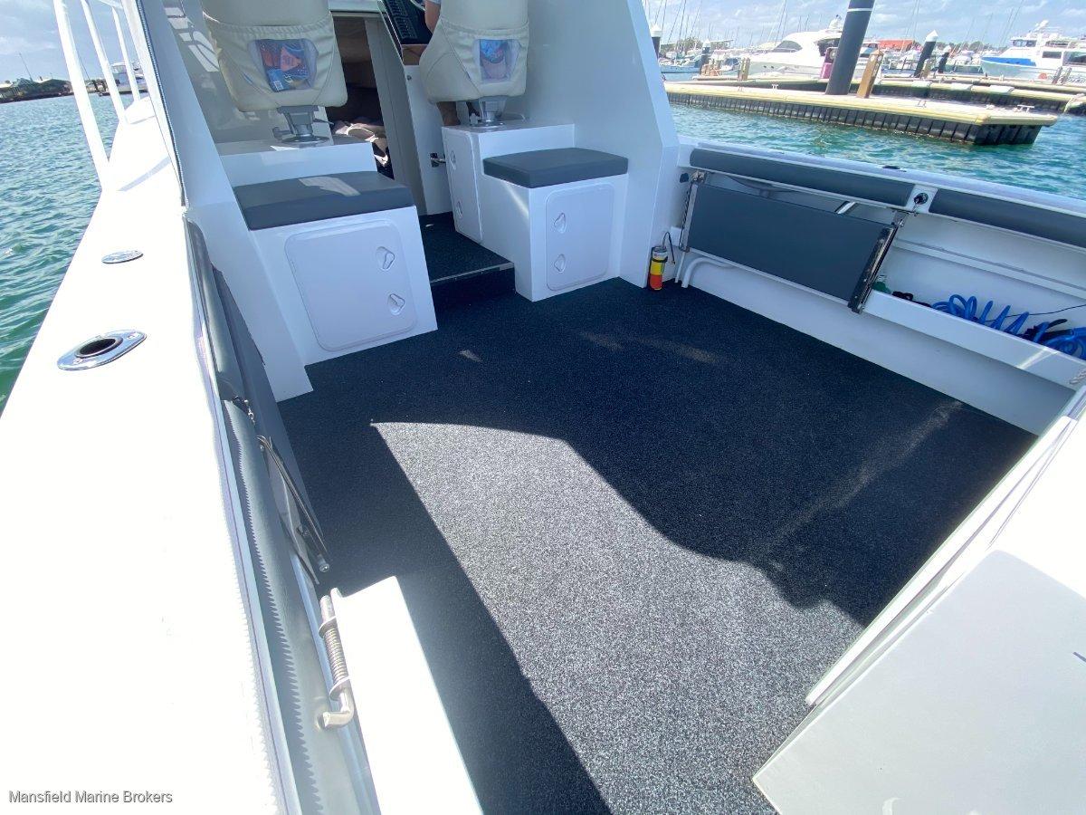 Lux Custom Boats 8.2 Hardtop Custom:Folding side seats