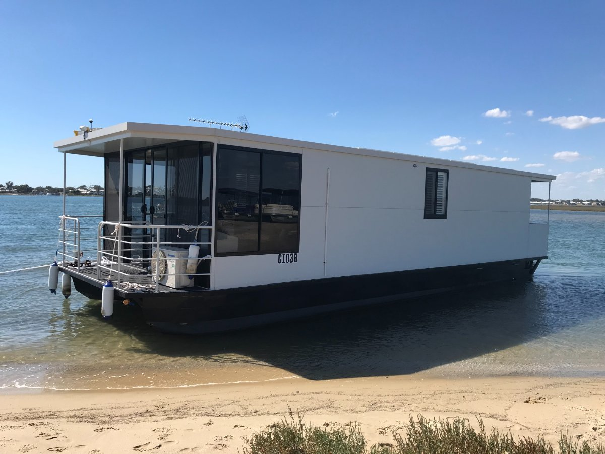 Absolute Houseboat Boss Craft Houseboat