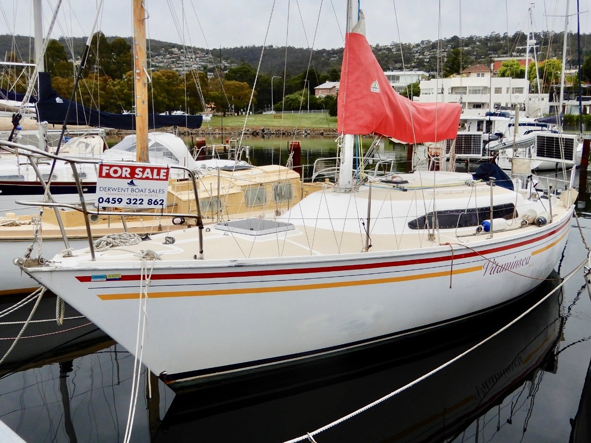 Traditional 30 EXCELLENT VALUE, COMFORTABLE CRUISER/RACER