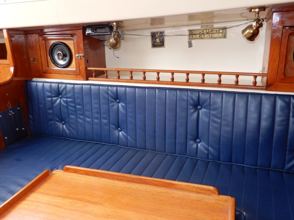 Cavalier 32 MANY UPGRADES NEW STANDING RIGGING READY TO ENJOY!