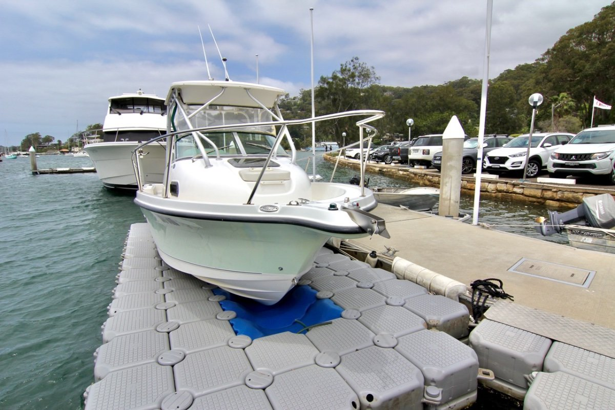 Trophy 2052 Walkaround Pro Model - Hard Top, Outriggers & Floating Dock
