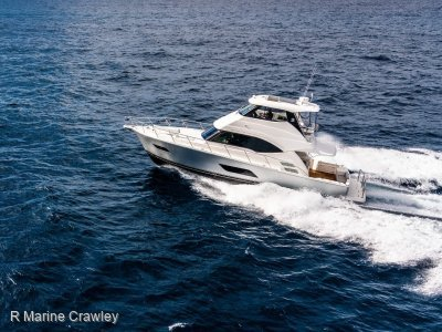 Riviera 54 Enclosed Flybridge
