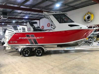 Formosa 675 SRT Half Cabin Enclosed Hard Top