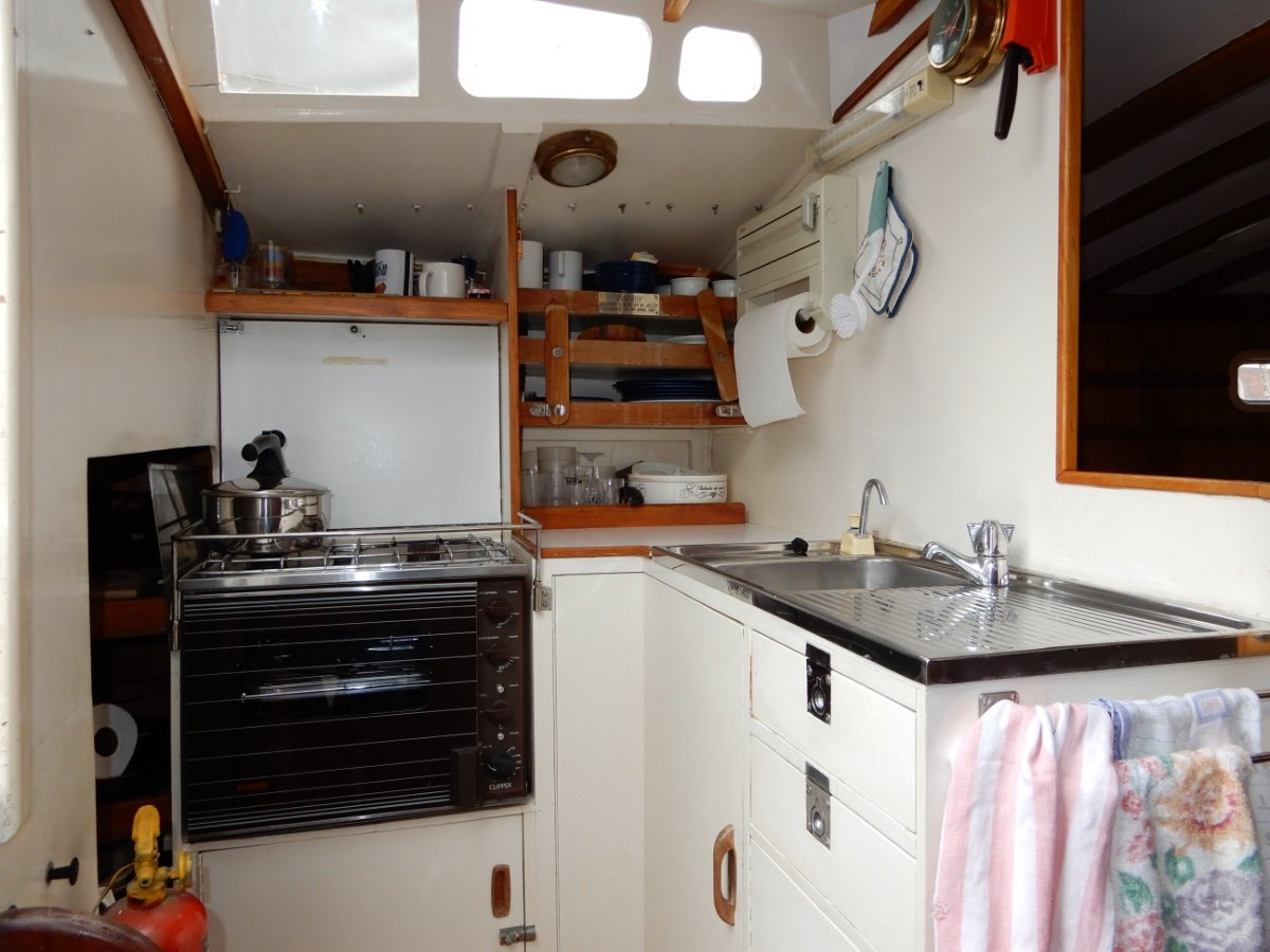 STUNNING 30FT HUON PINE YACHT EXCEPTIONAL FITOUT!