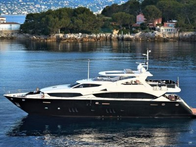 Sunseeker 34 Metre Yacht BLACK & WHITE