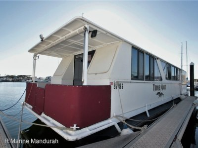 **CUSTOM HOUSE BOAT - LIFE AT ITS BEST ! **89900**