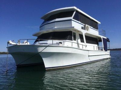 Nustar Catamaran 13.7m x 5 m beam x 1m draft
