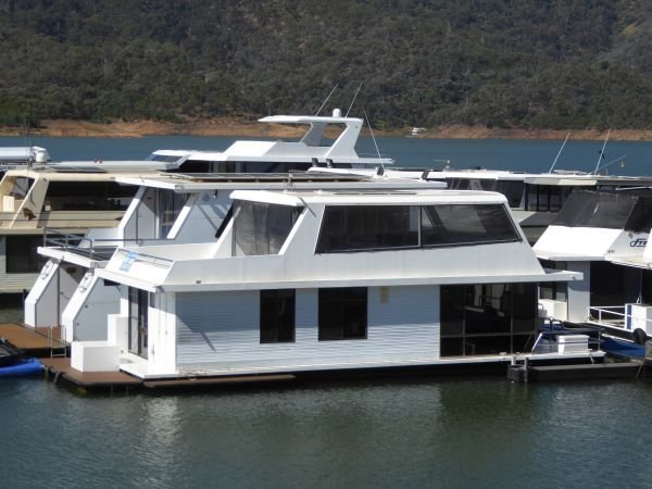 Houseboat Holiday Home on Lake Eildon, Vic.:Kingfisher @ LEM on Lake Eildon
