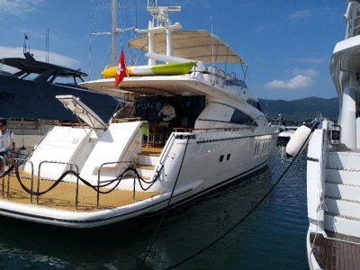 Fairline Squadron 74 2004 Built, Located in Hong Kong.