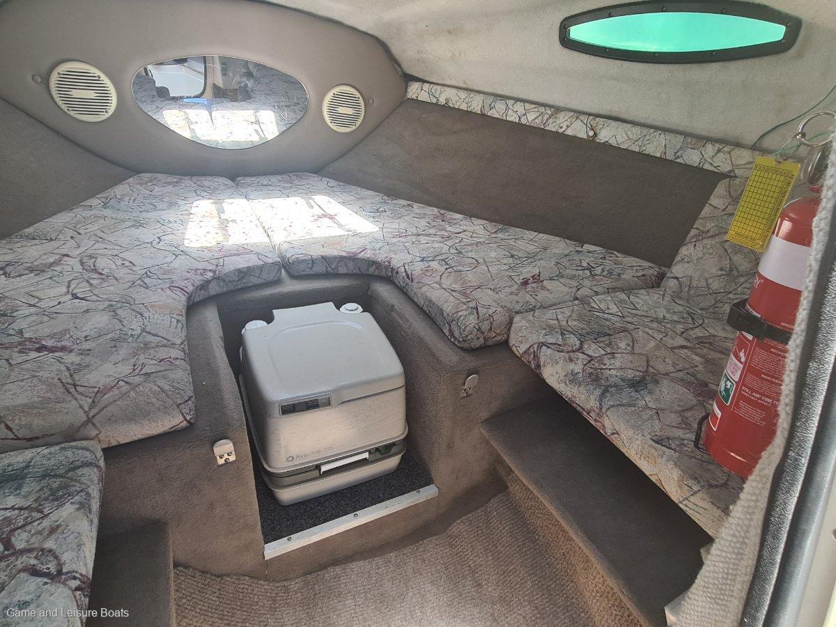 Regal 2150 Half Cabin - 1998MY