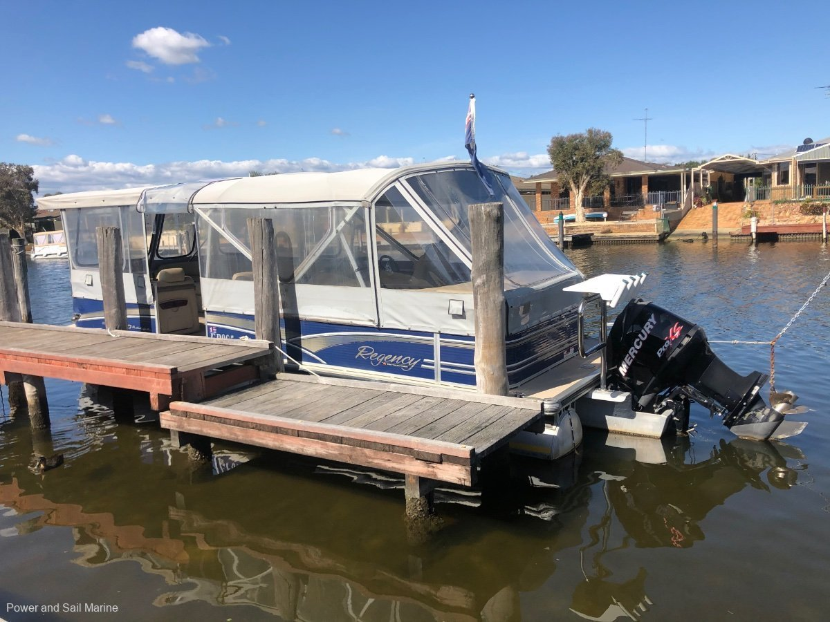Sun Tracker Party Barge 25 XP3 Regency Edition TRI HULL, low hours at 142 and presents like new!