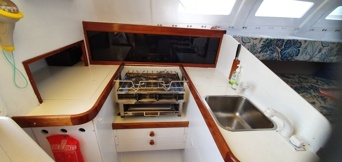 Farrier F-36:A very workable galley.