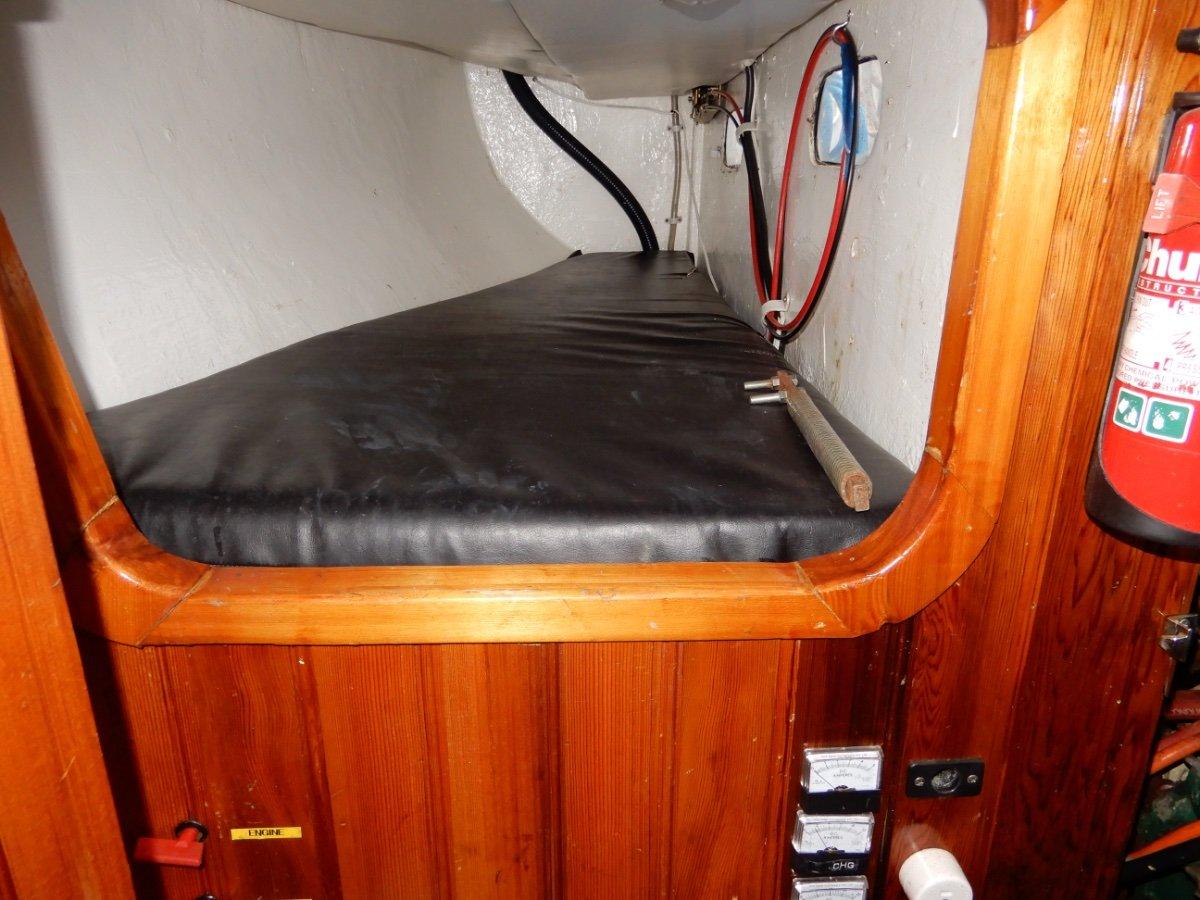 Roberts 34 Fibreglass Cruising Yacht QUALITY FITOUT