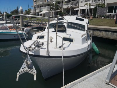Roberts 21 Longboat 1994 Model with full covers