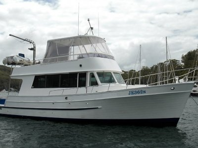 Universal 41 Flybridge Cruiser