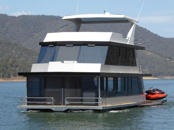 Houseboat Holiday Home on Lake Eildon, Vic.:Diversion on Lake Eildon