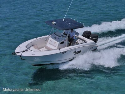 Boston Whaler 240 Outrage -The complete fishing & crayfishing rig