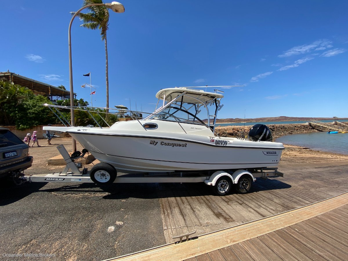 Boston Whaler 235 Conquest Offshore Fishing