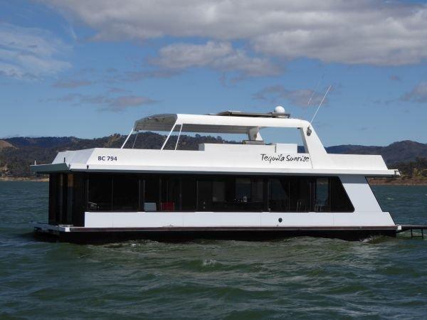 Houseboat Holiday Home on Lake Eildon, Vic.:Tequila Sunrise on Lake Eildon