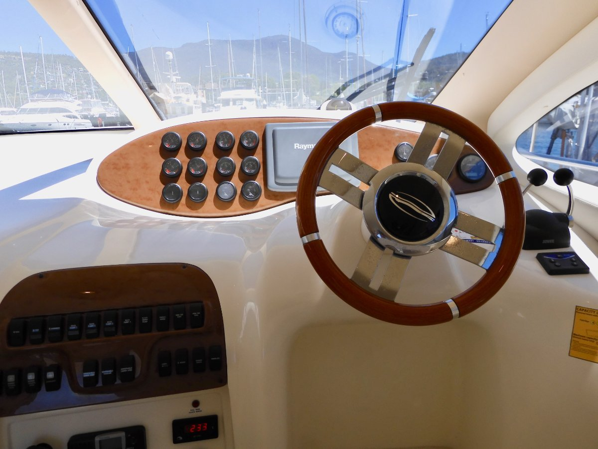 Azimut 38 Flybridge Motor Yacht, STYLE, QUALITY & EXCELLENT CONDITION