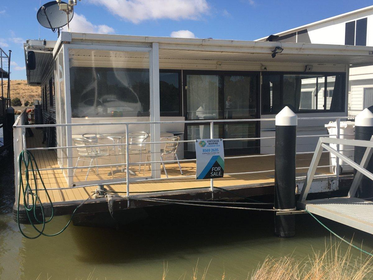 SAFFINA Large 4 bedroom houseboat!