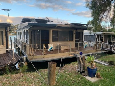 River Murray Houseboat -