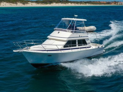 Fury 32 Flybridge Cruiser