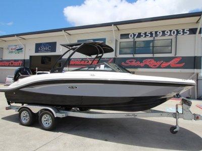 Sea Ray 210 SPX OB Bowrider