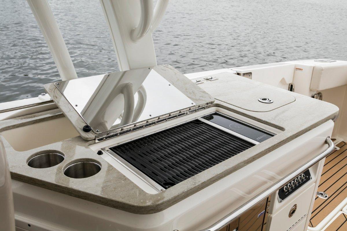 Boston Whaler 320 Vantage Dual Console Bowrider
