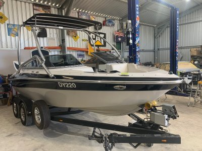 Four Winns H200 Bowrider Awesome family fun or serious wakeboarder