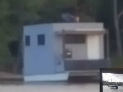 Homemade 20ft houseboat/pontoon self contained