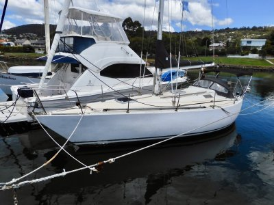 Bounty 35 FAST CRUISER EXCELLENT CONDITION SPACIOUS INTERIOR