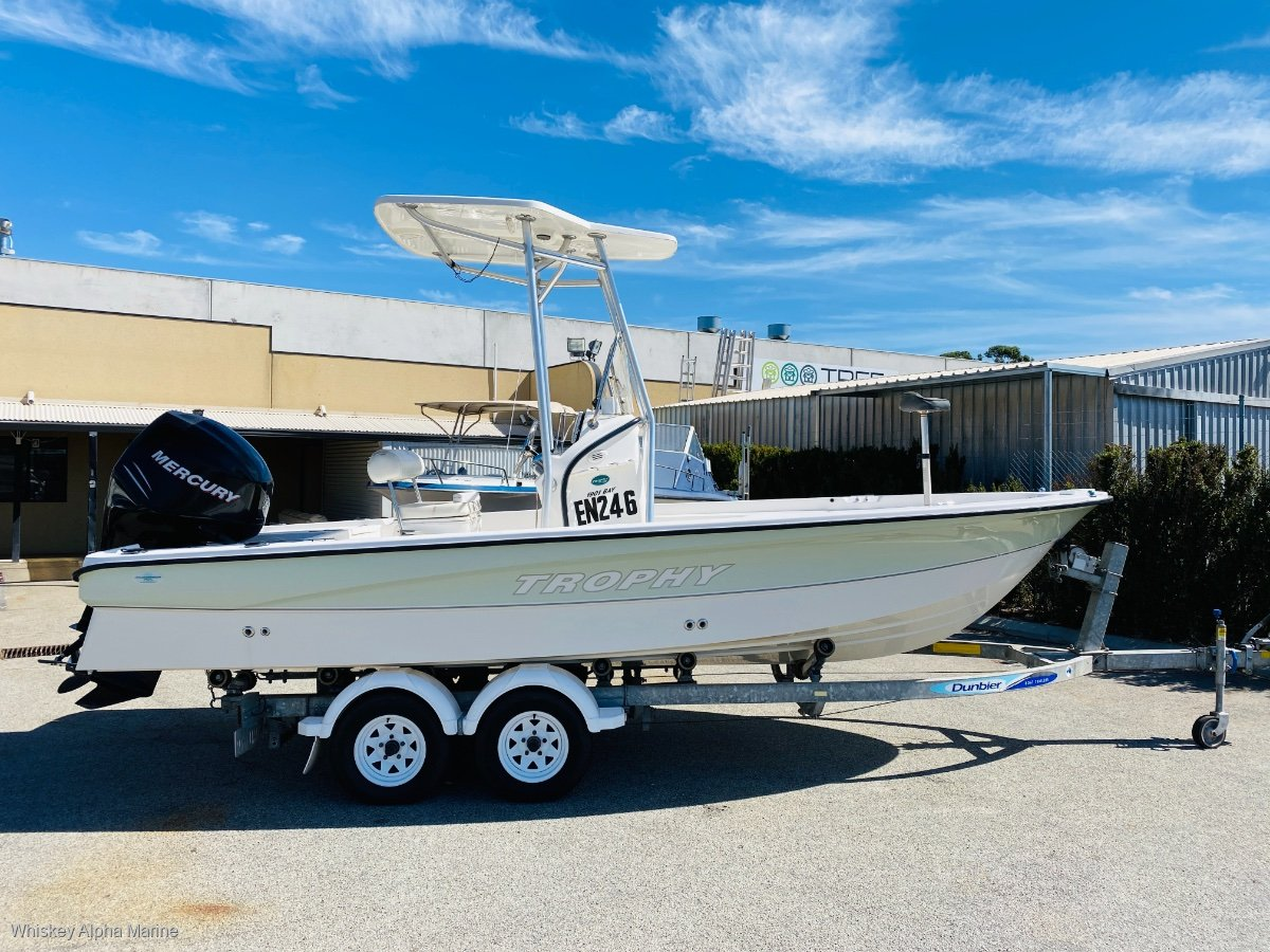 Trophy 1901 Bay Pro in Excellent Condition Low Hours