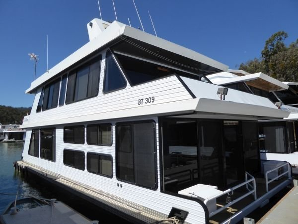 Houseboat Holiday Home on Lake Eildon, Vic.:Chebru @ Lake Eildon