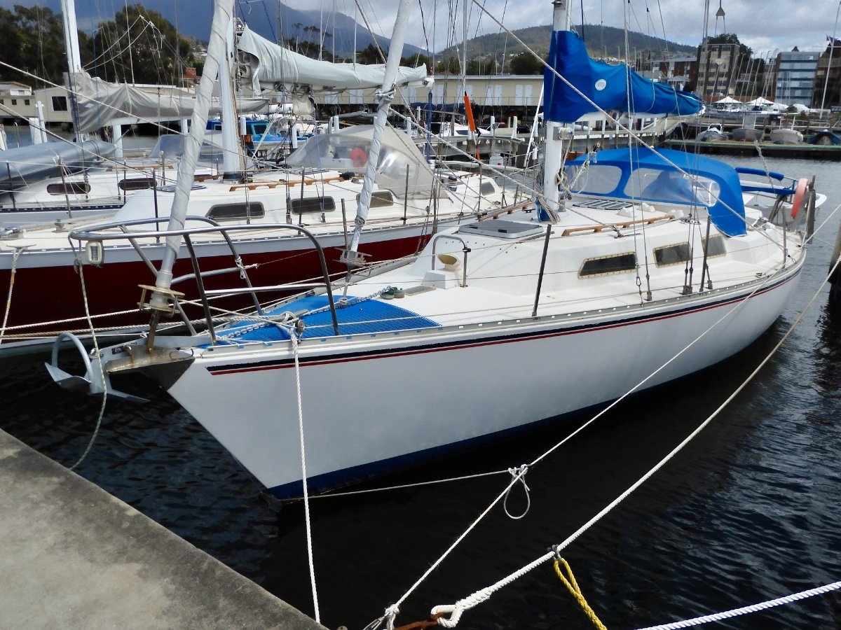 Mottle 33 CUTTER RIGGED CAPABLE CRUISER EXCELLENT CONDITION