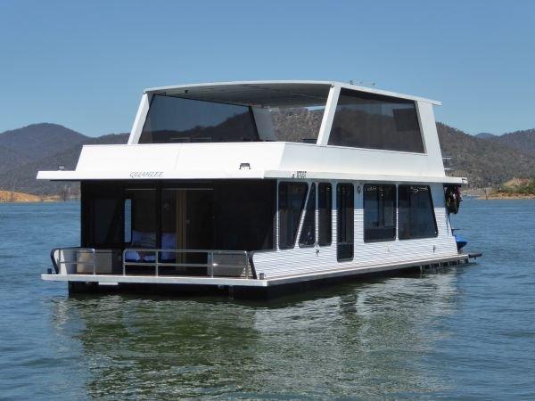 Houseboat Holiday Home on Lake Eildon, Vic.:Quahlee on Lake Eildon