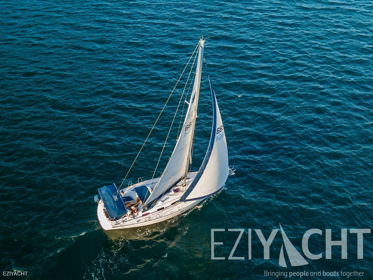 Bavaria Cruiser 38 - 2 cabin-low engine hours in pristine condition