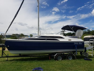 Macgregor 26M Includes 70 HP YAMAHA and Dual Axle trailer