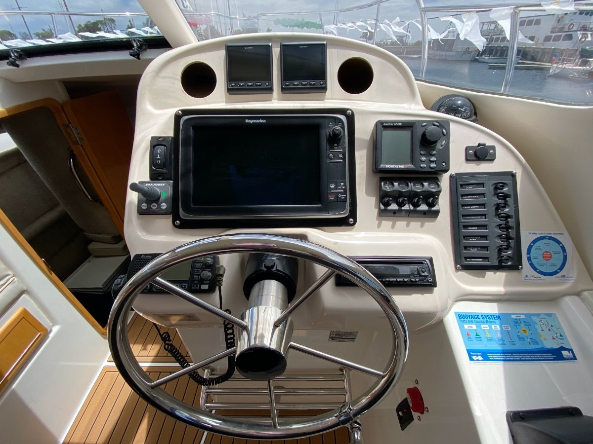 Voyager V930 Sports Cruiser Catamaran