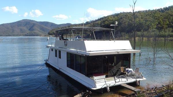 Houseboat Holiday Home on Lake Eildon, Vic.:Drifting Too on Lake Eildon