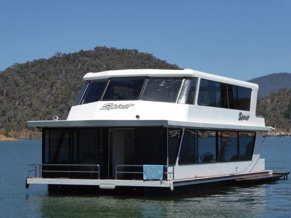 Houseboat Holiday Home on Lake Eildon, Vic.:Spirit on Lake Eildon