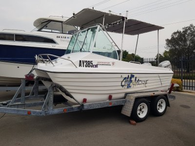Dominator 430 Sports Power Twin Hull