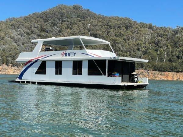 Houseboat Holiday Home on Lake Eildon, Vic.:Y Knot on Lake Eildon