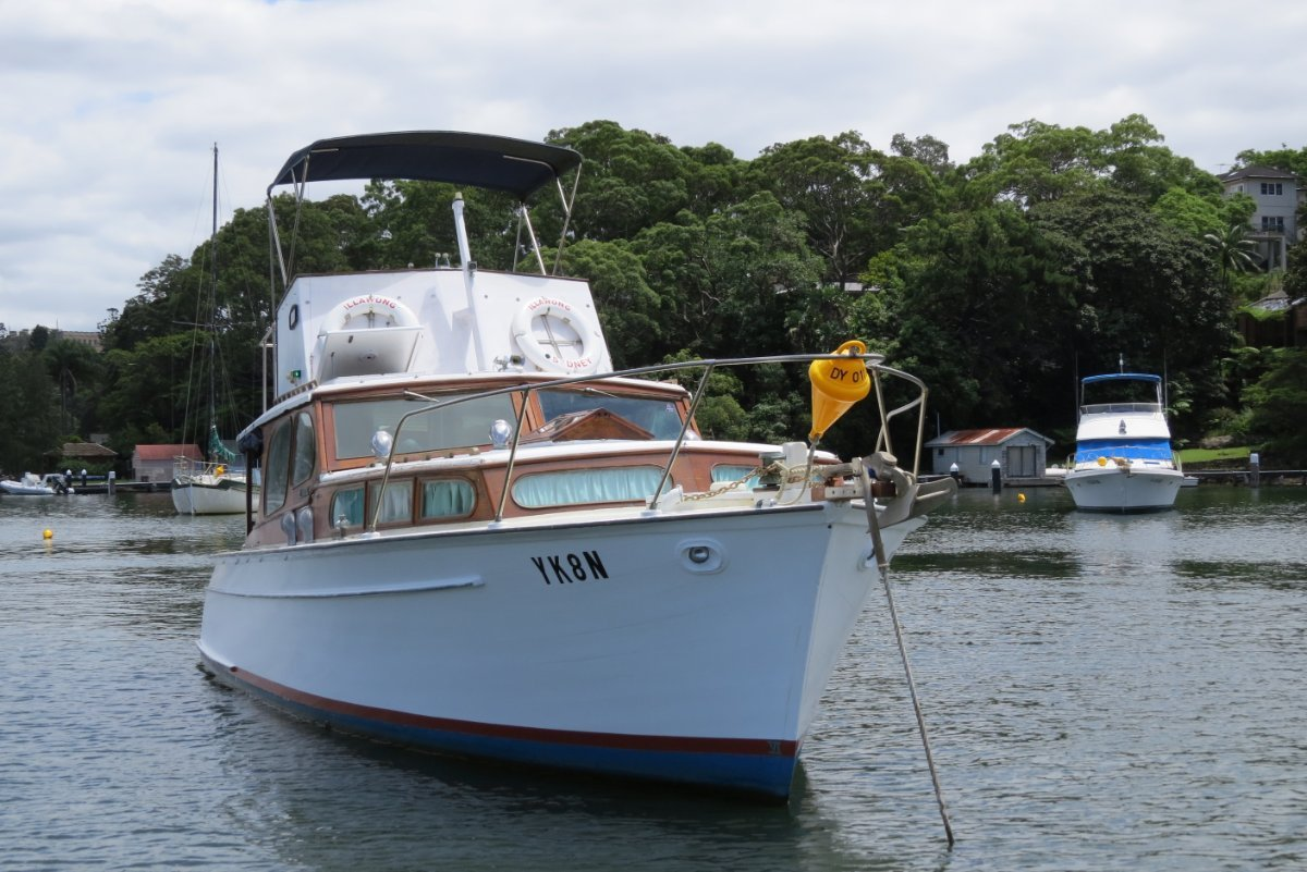 Griffin 36 Flybridge Cruiser