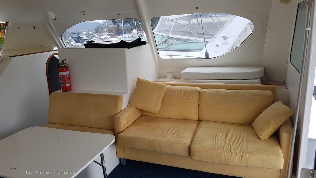 Split Enz Chamberlin 10.0 Power Cat Launched in 2005. Economical cruising at its best. Boat Brokers of Tasmania