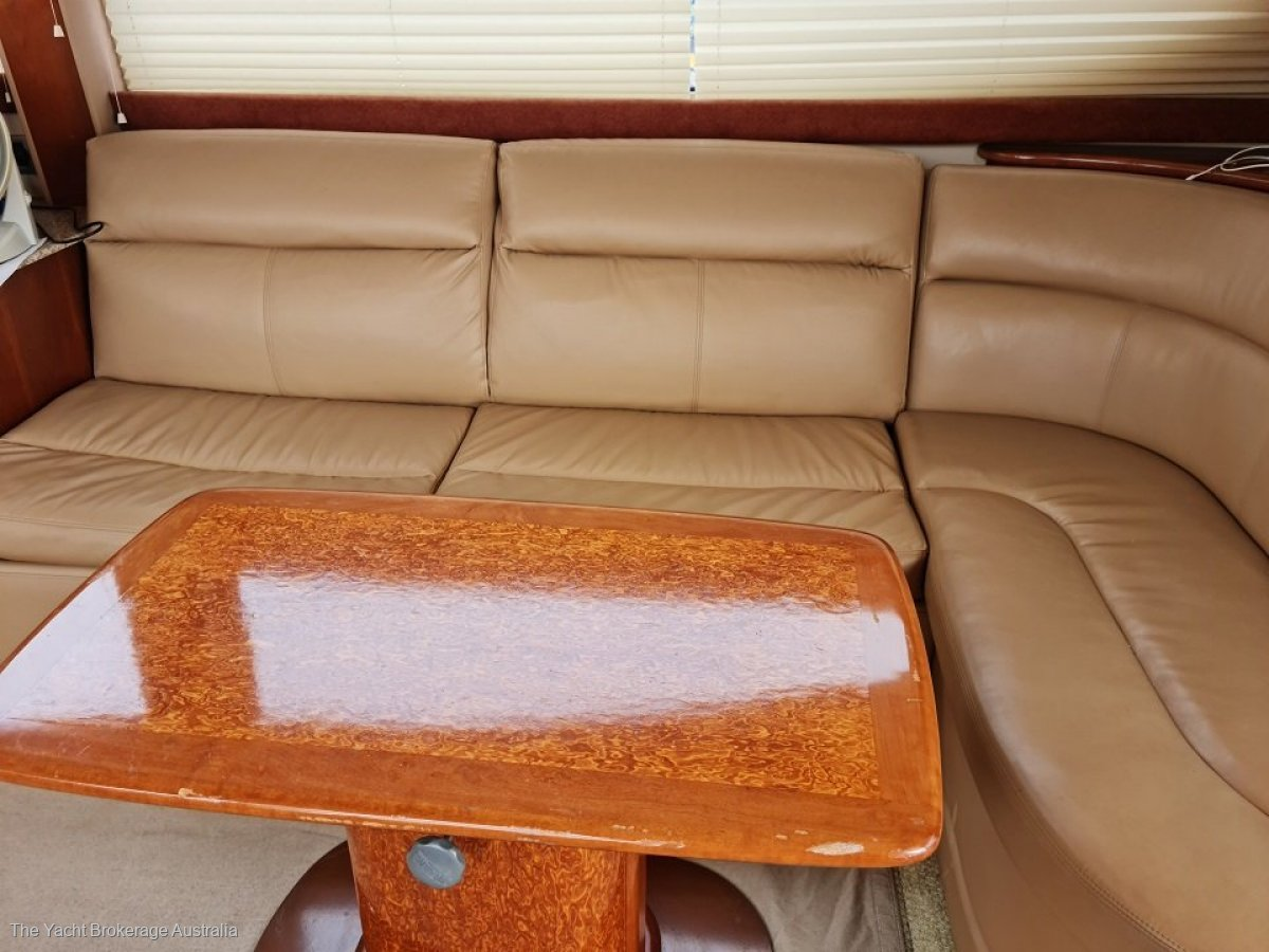 Meridian 391 Flybridge Cruiser