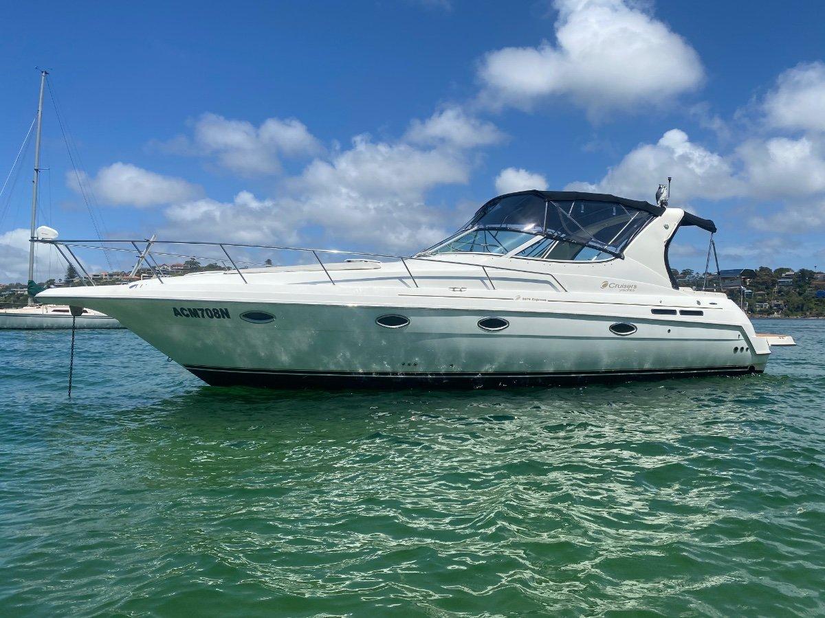Cruisers Yachts 3375